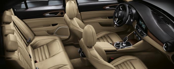 Alfa Romeos nyeste luksusbil indeholder lækkert interiør i ægte læder.